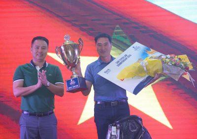 Ông Kim Myong Su vô địch SAM Tuyền Lâm Championship 2019